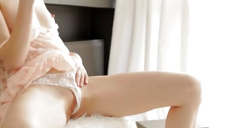 Watch on the perfect body of the sexually hot beauty